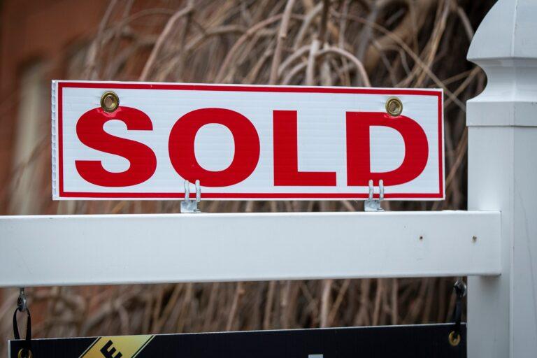 Hamilton-Burlington home sales down month to month, average price over $885,000